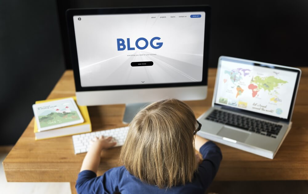 ホームページとブログは、役割が違う。集客に効く使い分けを解説。